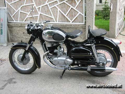 My latest toy: a Puch 250 SG from 1956, two wheels only but aircooled anyway